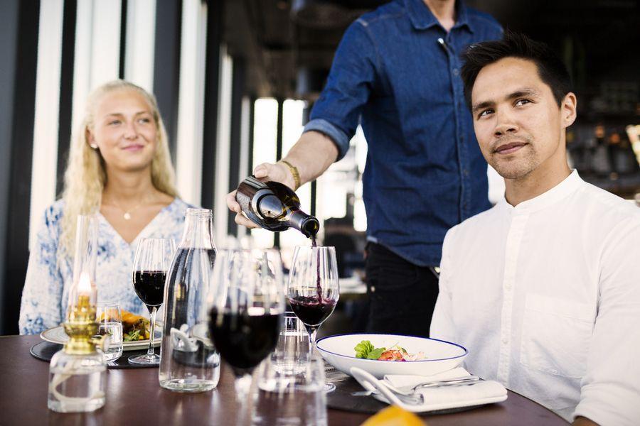 consejos servir vino en restaurantes
